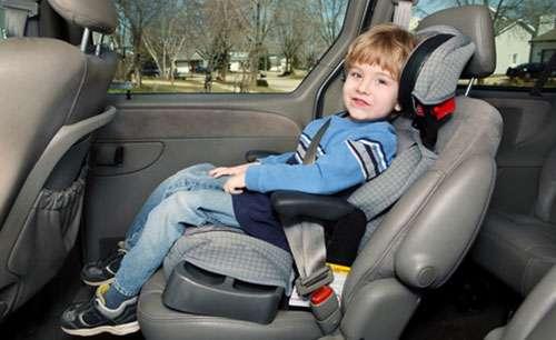 Як правильно пристебнути дитину в дитячому автокріслі: Чотири важливі правила