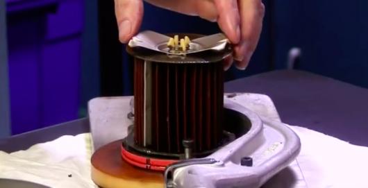 Ось як влаштований масляний фільтр двигуна