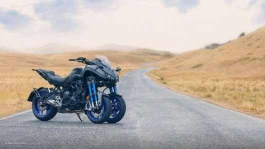 Yamaha зробила дивний триколісний спортбайк