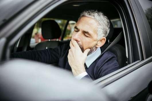 Водіння автомобіля в сонному стані настільки ж небезпечно, як і у пяному вигляді