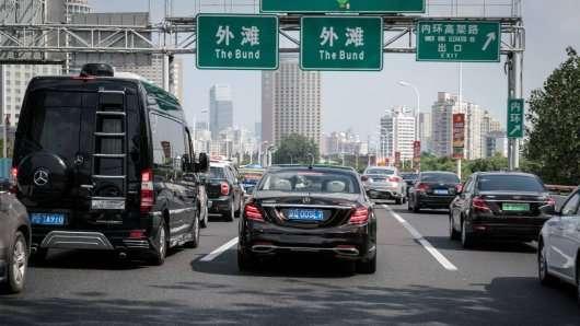 Мерседес почав навчати свої автономні автомобілі в Китаї