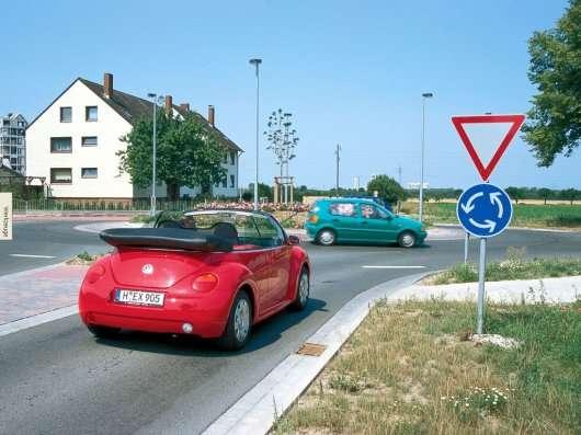 Увага: Сьогодні вступили нові правила проїзду кругового руху