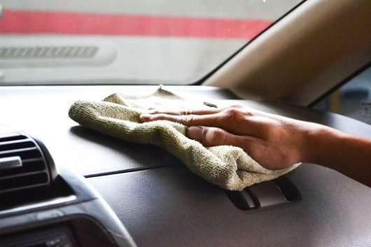 Як позбавитися від запаху сигарет у автомобілі