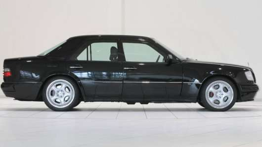 Ось чому в 90-х роках німецькі автомобілі мали різні бічні дзеркала заднього виду