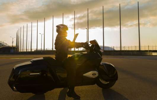 Мотоцикл ІЖ з Картежа прокотився по трасі Формули-1: Відео