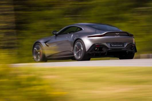 Астон Мартін представив нове спортивне купе Vantage
