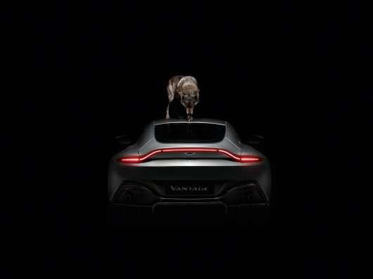 Aston Martin прорекламував новий Vantage