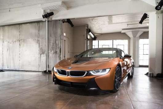 BMW показав оновлену модель i8 Roadster