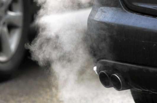 Ось чому не потрібно прогрівати двигун в машині взимку