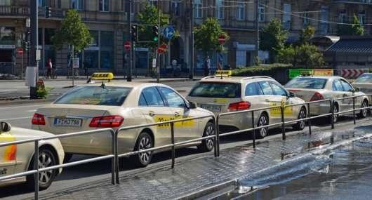 Автомобілі таксі зі всього світу