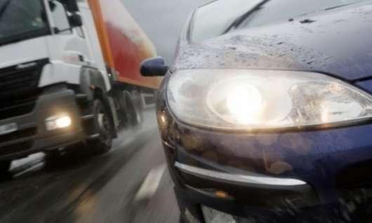 Що робити і чого не робити, якщо на вас вискочив автомобіль зі зустрічки?