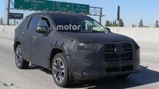 Новий кросовер 2019 Toyota RAV4 вийшов на тести