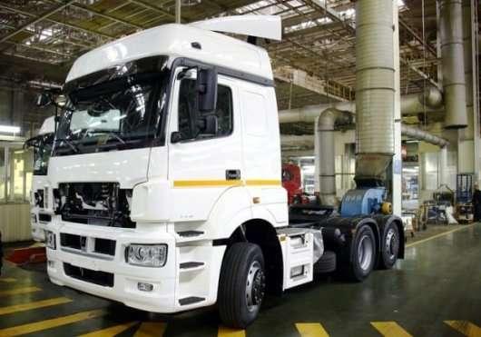 Новий, сучасний вантажівка КамАЗ потрапив на відео