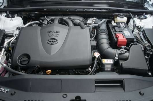 Зявилися офіційні технічні дані про нової Тойота Камрі для РФ
