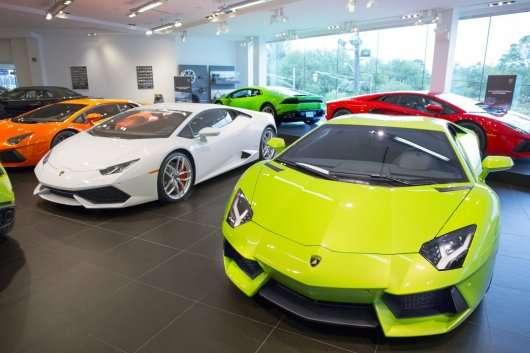 Продавати преміальні автомобілі виявилося вигідніше