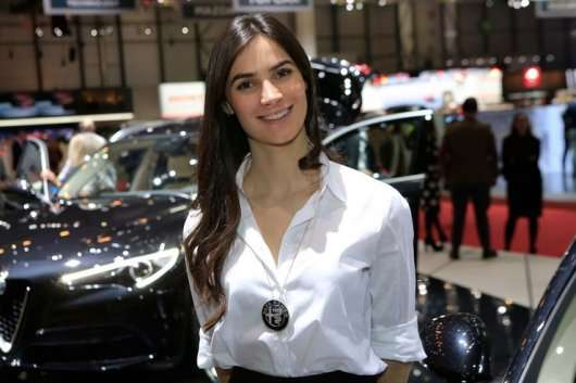 Найгарячіші дівчата автосалону в Женеві