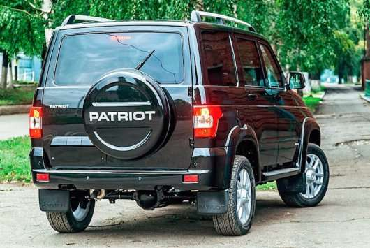 Чому правильне місце для запасного колеса знаходиться на задніх дверях